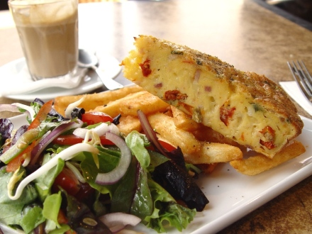 Quiche, salad & chips